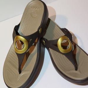 Women's Brown Crocs Flip Flop sz 9 wide